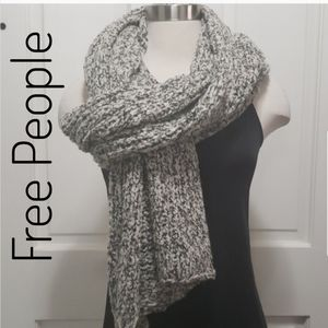 Free People ⭐Chunky Open Knit Scarf